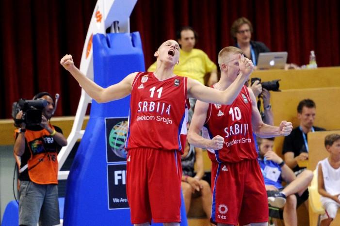 Mlada košarkaška reprezentacija Srbije u polufinalu prvenstva Evrope u košarci