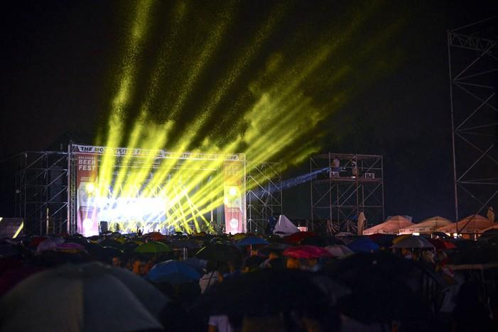 Prvo veče Beer Festa uz kišu, Riblju Čorbu i Nena Belana