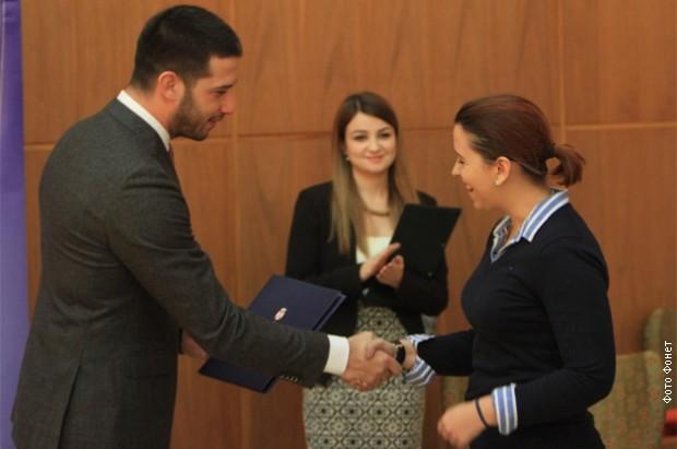 """Vanja Udovičić studentima stipendistima poželeo da """"ukradu"""" znanje u inostranstvu i da se vrate u Srbiju"""