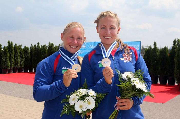 Nikolina i Olivera Moldovan osvojile bronzanu medalju u K2-500 na SP u Račicama