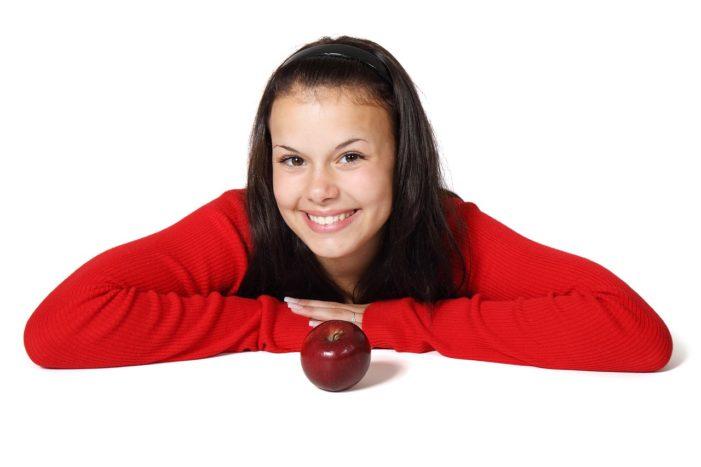 Šta je delotvornije: prirodni trikovi ili ordinacijsko izbeljivanje zuba