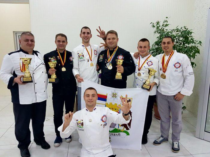 Kragujevački kulinari osvojili  2 grand prix-a, 7 zlatnih i jednu srebrnu medalju na Internacionalnom takmičenju u Makedoniji