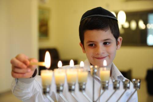 Hanuka – Praznik ponovnog posvećenja Hrama – Festival Svetlosti